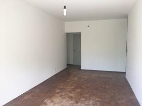 Oportunidad en el centro de Colonia. Amplio apartamento en edificio de categoría.