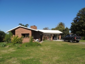 Beautiful house Chalet, with large wooded park for sale in Nueva Helvecia
