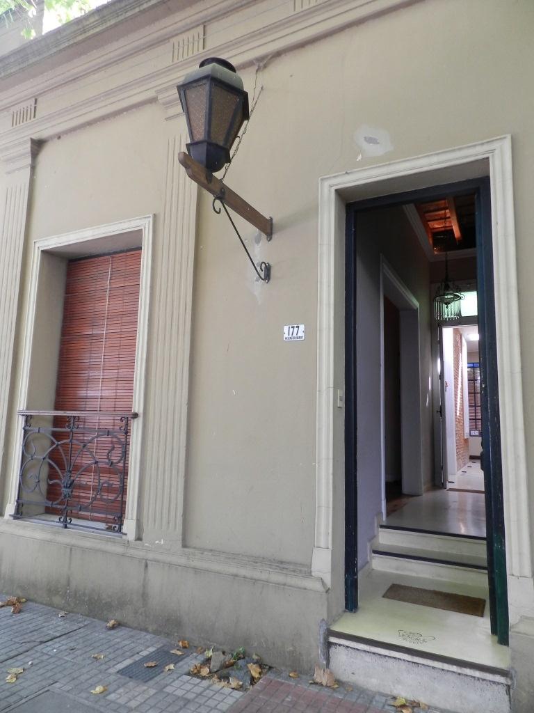 Excelente casa reciclada a nuevo, en el Centro de Colonia del ...